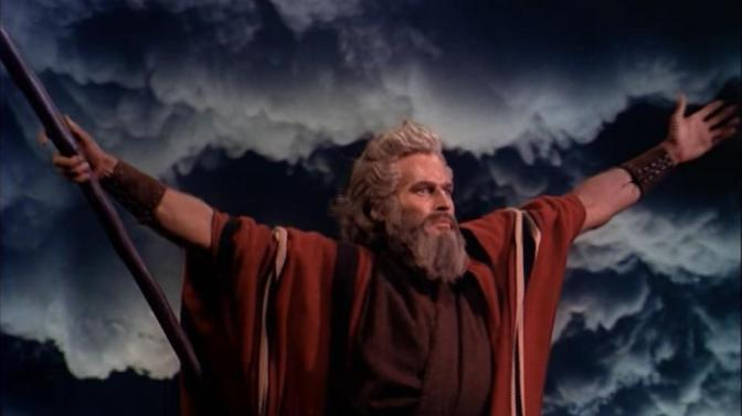 Charlton_Heston_in_The_Ten_Commandments_film_trailer.jpg